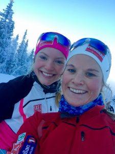 Jeg og lagvennine Mari Eide ute på skitur etter Beitosprinten